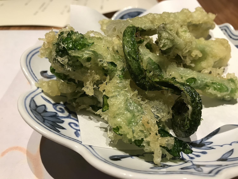油物 春野菜の天婦羅 (ぜんまい、こごみ、たらの芽、なばな)